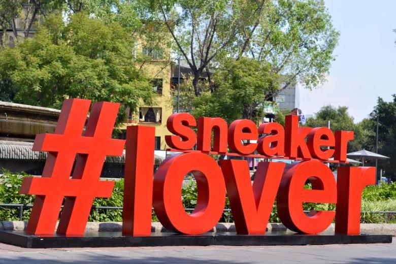 sneaker lover logo.jpg